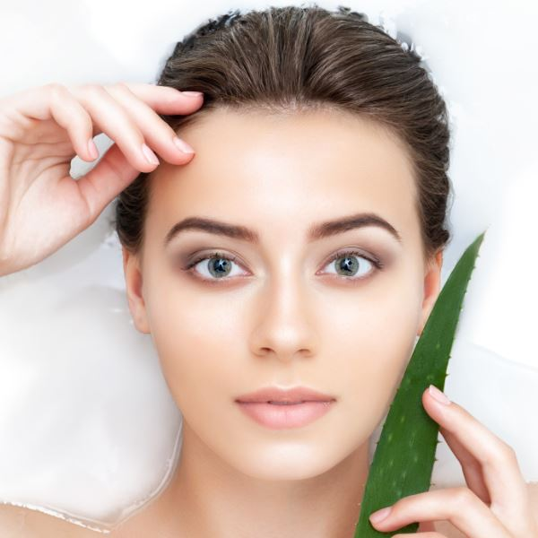 mamaearth aloe vera gel for Soothes Irritated Skin