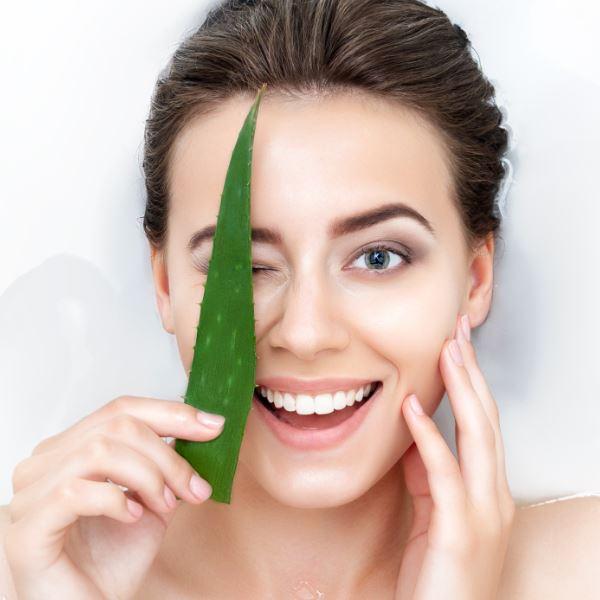 mamaearth aloe vera gel for Keeps Scalp Healthy