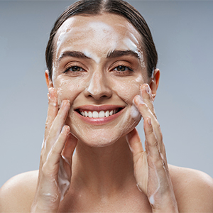 mamaearth aqua glow face wash Makes Skin Glow