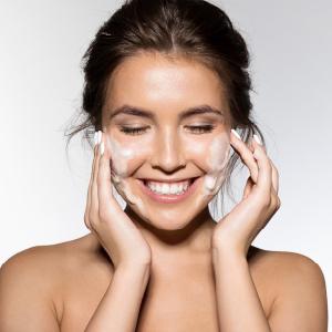 mamaearth vitamin c face wash Brightens Skin