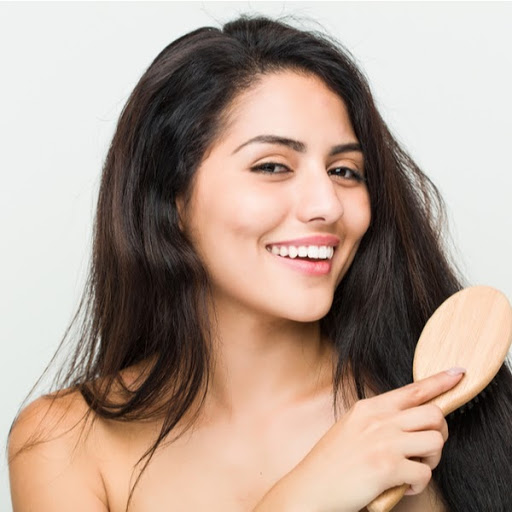 Smoothens Hair With Mamaearth Damage Repair Kit